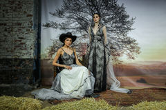 De modellen stellen bij de Baan van Claire Pettibone Bridal SS 2016 tonen Stock Afbeeldingen