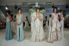 De modellen stellen op de baan voor Julie Vino Havana 2018 de Bruids Inzamelingsbaan toont Royalty-vrije Stock Foto's