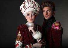 De modellen van het paar in exclusieve ontwerpkleren Stock Foto