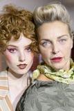 De modellen worden gezien de coulisse voor Antonio Marras tijdens Milan Fashion Week Spring /Summer 2018 toont Stock Afbeeldingen