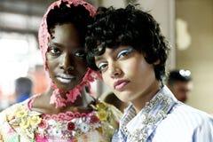 De modellen worden gezien de coulisse voor Antonio Marras tijdens Milan Fashion Week Spring /Summer 2018 toont Stock Afbeelding