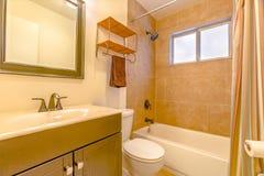 De modelwoningen pronken altijd met mooie schone badkamerss glanzen Royalty-vrije Stock Foto