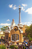 De moderne bouw bij de ingang toPark Guell in pastelkleurtonen binnen Royalty-vrije Stock Fotografie
