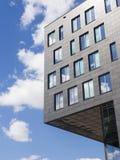 De moderne bouw met bezinningen Royalty-vrije Stock Foto's