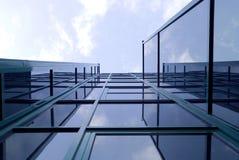 De moderne bouw met vensters Stock Foto