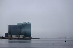 De moderne bouw op de kust in Vladivostok Stock Foto's