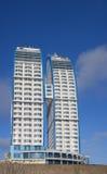 De moderne bouw op een achtergrond van de hemel Stock Foto