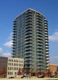 De moderne Bouw van het Flatgebouw met koopflats Royalty-vrije Stock Afbeeldingen