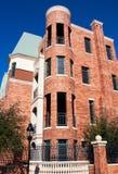 De moderne Brownstone Huizen van de Stad van het Flatgebouw met koopflats Stock Foto