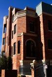 De moderne Brownstone Huizen van de Stad van het Flatgebouw met koopflats Stock Afbeeldingen