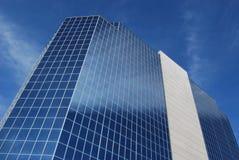 De moderne bureaubouw met glas & cementvoorzijde Royalty-vrije Stock Foto