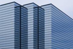 De moderne bureaubouw met glasbuitenkant Stock Afbeeldingen
