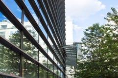 De moderne bureaubouw met glasvoorgevel Stock Fotografie