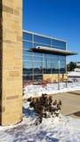 De moderne bureaubouw op zonnige de winterdag Stock Fotografie