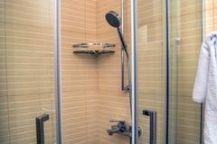 De moderne cabine van de luxedouche royalty-vrije stock afbeeldingen