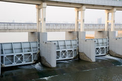 De moderne dammen sluiten omhoog op Rivier Yangtze Royalty-vrije Stock Foto