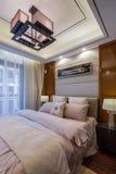 De moderne decoratie van de het ontwerpslaapkamer van het luxe binnenlandse huis Stock Fotografie