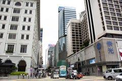 De moderne en hoge bouw naast de weg van Salisbury in Tsim Sha Tsui bij Kowloon-eiland in Hong Kong, China royalty-vrije stock fotografie