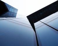 De moderne glas bouw die tot de hemel toeneemt Stock Afbeeldingen
