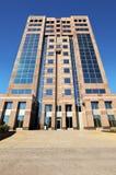 De moderne hoge bouw van het stijgingsbureau Stock Afbeelding