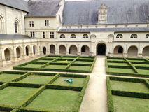 De moderne kunst in Frans klooster schijnt een speelplaats Stock Afbeelding