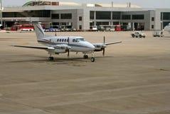 De moderne luchthaven en infrastructuurdiensten Stock Afbeelding