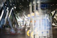 De moderne post van de architectuurbuis DLR met roltrappen, Veelvoudig blootstellingsbeeld Londen, het UK stock fotografie
