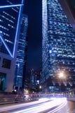 De moderne Stedelijke Nacht van de Stad Stock Afbeeldingen