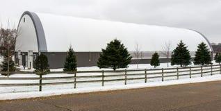 De moderne witte en grijze landbouwbouw Royalty-vrije Stock Fotografie