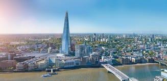 De moderne wolkenkrabber van bureaugebouwen in de stad van Londen stock afbeelding