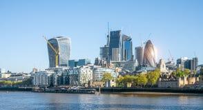 De moderne wolkenkrabber van bureaugebouwen in de stad van Londen royalty-vrije stock afbeeldingen