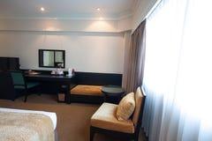 De moderne woonkamer van de luxe Moderne stijl in het hotel Ontspan ruimte van de mensen wanneer verlof in het hotel Royalty-vrije Stock Fotografie