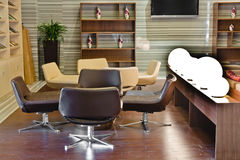De moderne zitkamer van de de bouwhal Stock Foto's