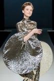 De modeshow Pierre Cardin in de Manierweek van Moskou met Liefde voor de daling-Winter 2016/2017 van Rusland Royalty-vrije Stock Afbeelding