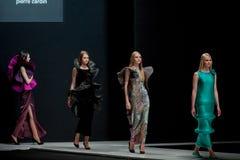 De modeshow Pierre Cardin in de Manierweek van Moskou met Liefde voor de daling-Winter 2016/2017 van Rusland Royalty-vrije Stock Fotografie