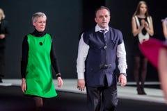 De modeshow Pierre Cardin in de Manierweek van Moskou met Liefde voor de daling-Winter 2016/2017 van Rusland Stock Afbeelding