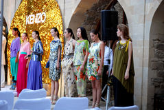 De modeshow van Kenzo Stock Afbeeldingen