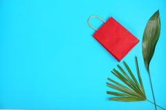 De modieuze vlakte legt samenstelling met het winkelen zak Stock Fotografie