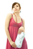 De modieuze vrouw van Beautiufl met een zilveren koppeling Stock Foto