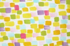 De modieuze witte muur met velen varicoloured borstelslagen stock afbeelding