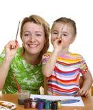 De moeder en de dochter trekken Stock Foto