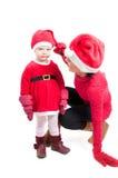 De moeder en de dochter van de kerstman in studio Stock Fotografie