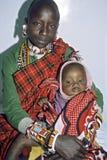 De moeder en de dochter van Kenyan Maasai van het groepsportret Stock Afbeeldingen