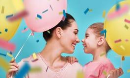 De moeder en haar dochter hebben pret Stock Foto