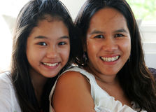 De moeder en teenaged dochter stock fotografie