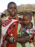 De moeder van Maasai met kind Stock Foto's