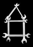 De moersleutels maken een huissymbool Stock Afbeelding