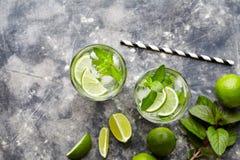 De Mojito Cuba del highball del cóctel bebida del alcohol no, bebida tropical de las vacaciones del verano con ron imagen de archivo libre de regalías
