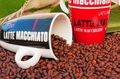 De mok van de koffie en de bonen van de Koffie Royalty-vrije Stock Foto's