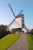 De molen en de weg van de wind in Brugge - België stock afbeeldingen